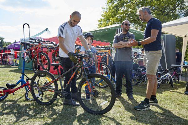19.09.09 Heales Cycles PP0102